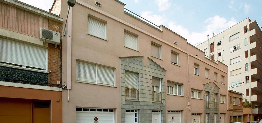 Exterior style contemporaneo color rosa, gris  diseñado por PERE HOMET SITJES | Arquitecto