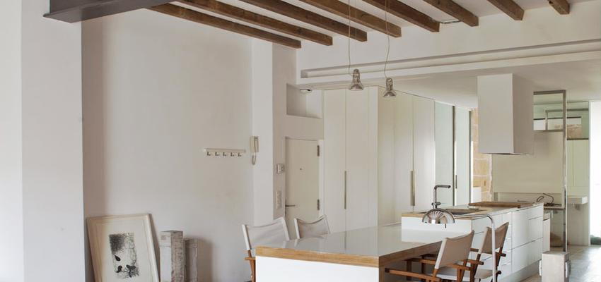 Baño, Comedor, Cocina, Salon, Loft style contemporaneo color marron, marron, marron, blanco, negro, plateado  diseñado por Cotacero Taller Arquitectura | Arquitecto