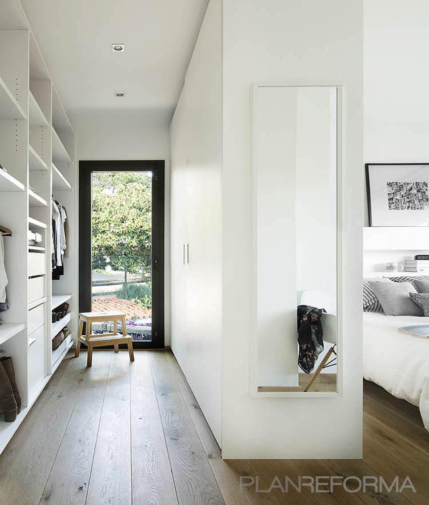 Vestidor Estilo moderno Color marron, blanco, gris  diseñado por Cotacero Taller Arquitectura | Arquitecto