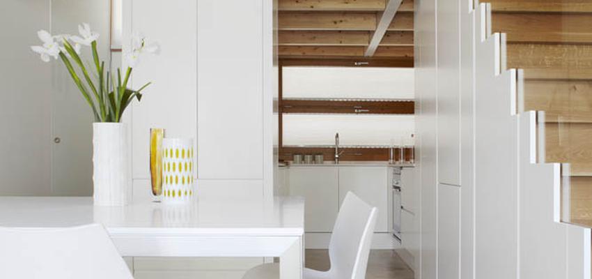Comedor, Cocina, Escalera Estilo moderno Color marron, blanco  diseñado por Cotacero Taller Arquitectura | Arquitecto