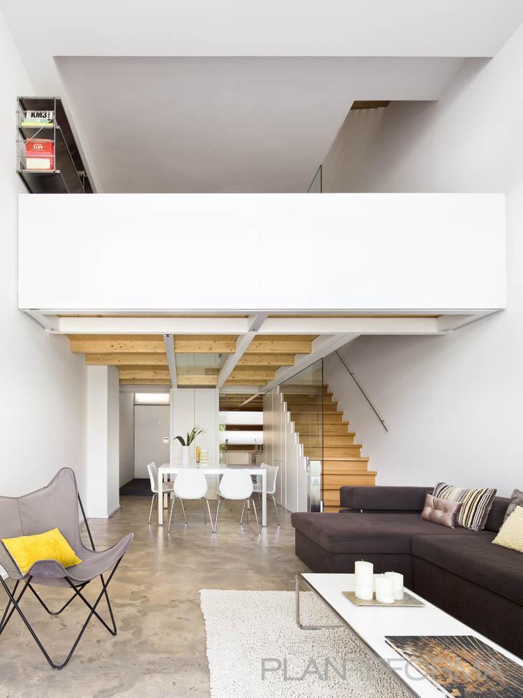 Comedor salon escalera style moderno color marron for Comedor gris moderno