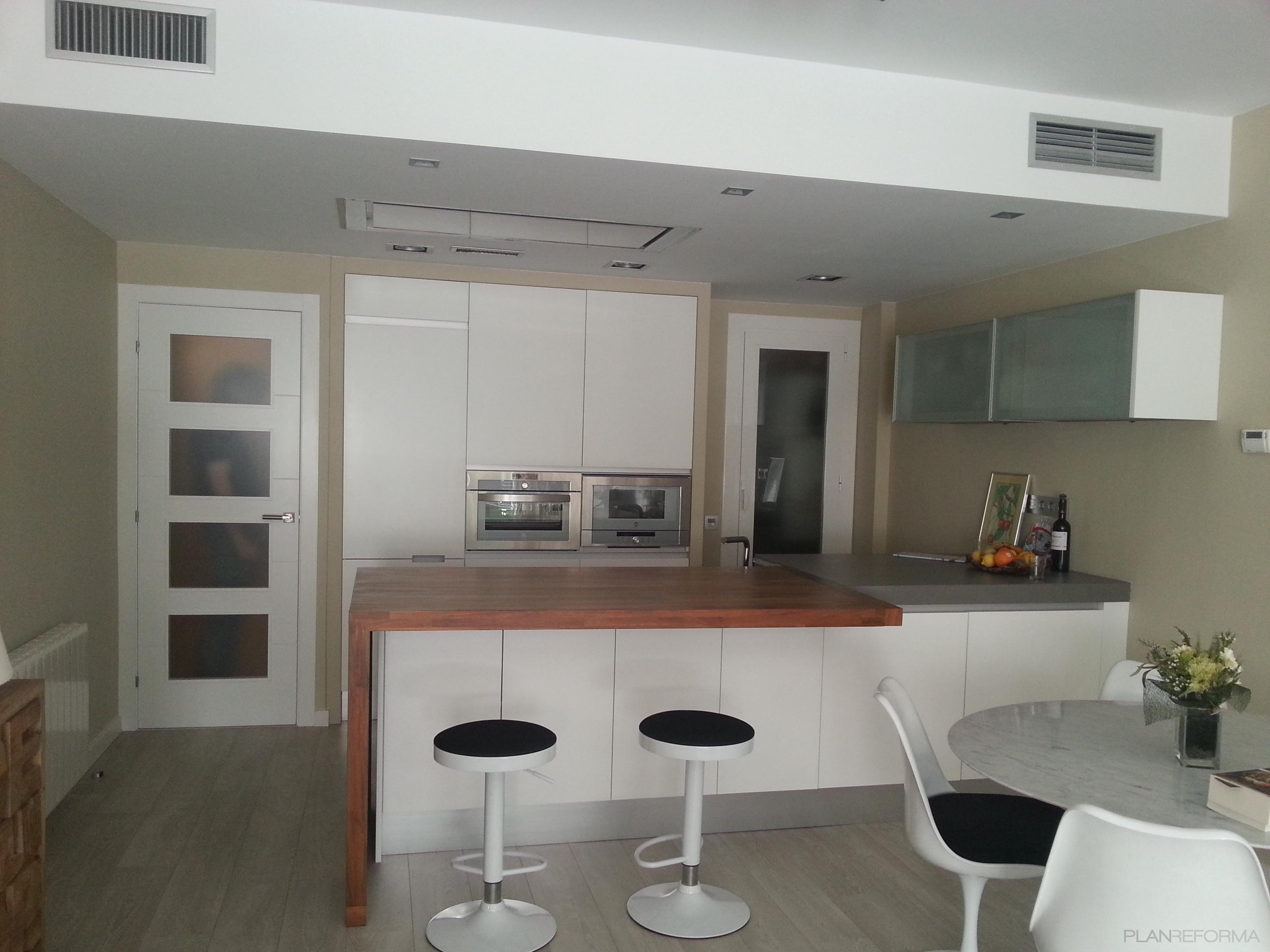 Comedor cocina style moderno color beige marron blanco - Cocina comedor ideas ...