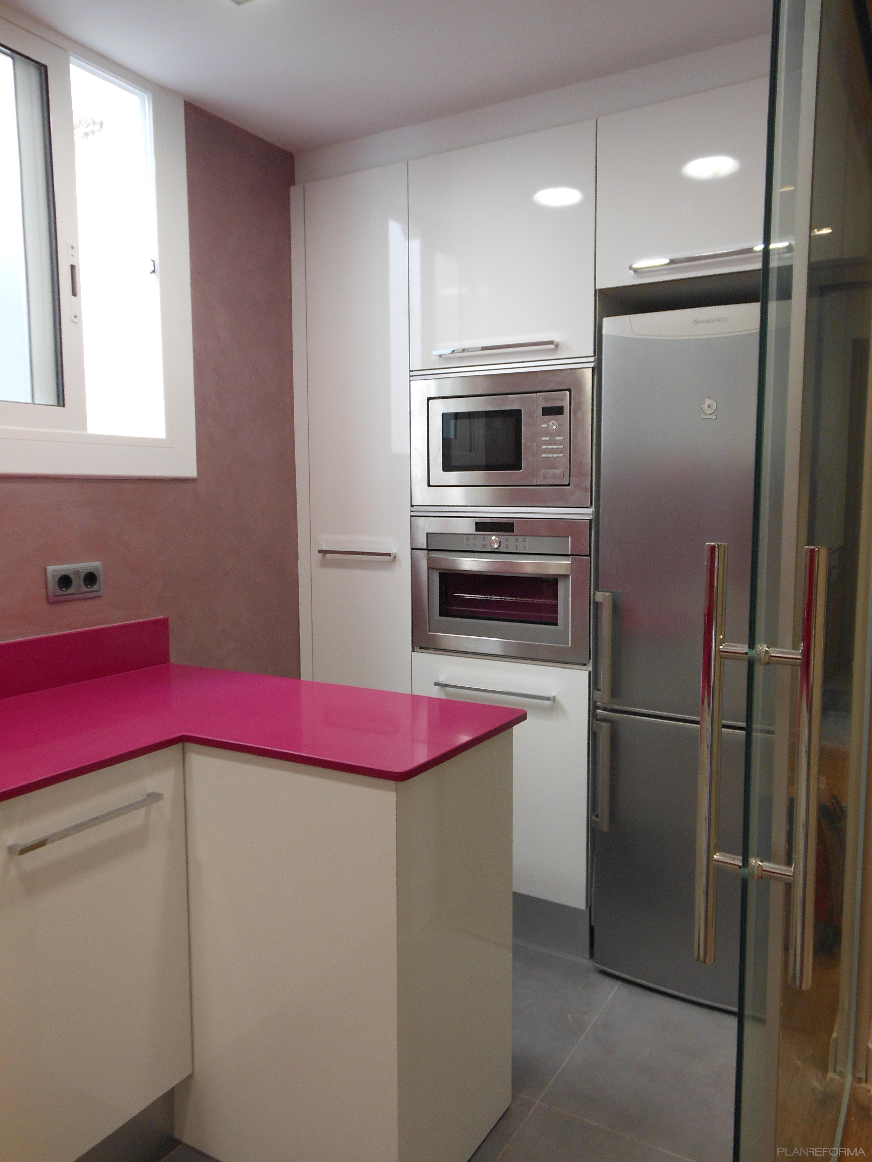 Cocina style moderno color rosa rosa rosa - Cocinas rosa fucsia ...