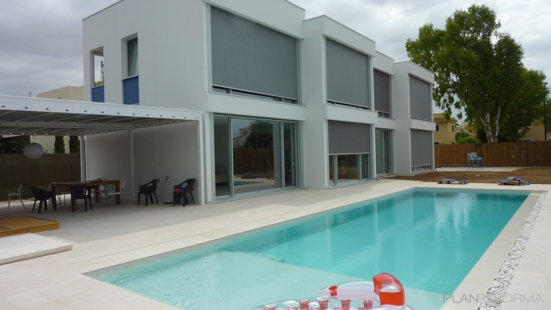 Piscina porche exterior style moderno color azul cielo - Porche casa moderna ...
