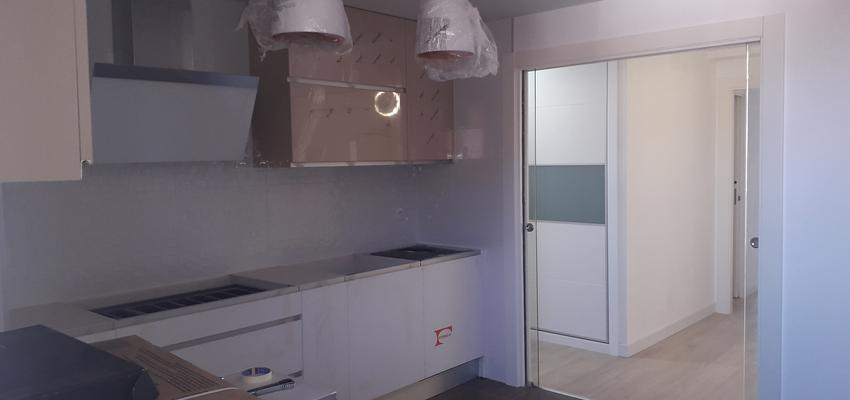 Cocina Estilo moderno Color marron  diseñado por Jose   Gremio   Copyright MASTER PLANNER REFORMAS