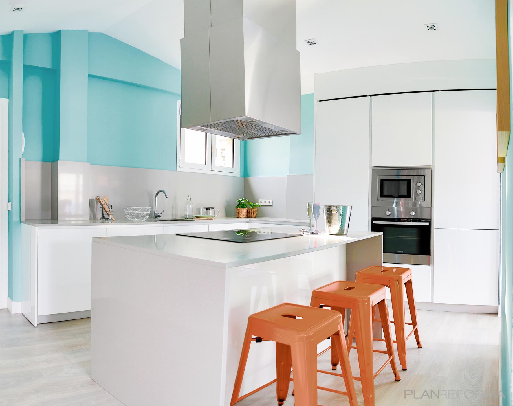Cocina Estilo contemporaneo Color ocre, turquesa  diseñado por studioBMK   Arquitecto