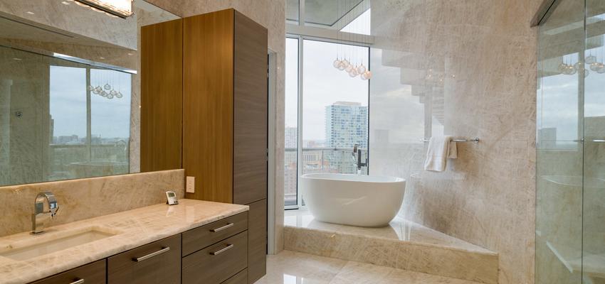 Baño Estilo moderno Color beige, marron, blanco  diseñado por DCM | Arquitecto | Copyright DCM