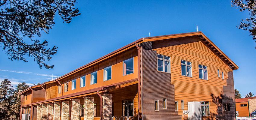 Exterior Estilo moderno Color ocre, beige, bronce  diseñado por DCM | Arquitecto | Copyright DCM