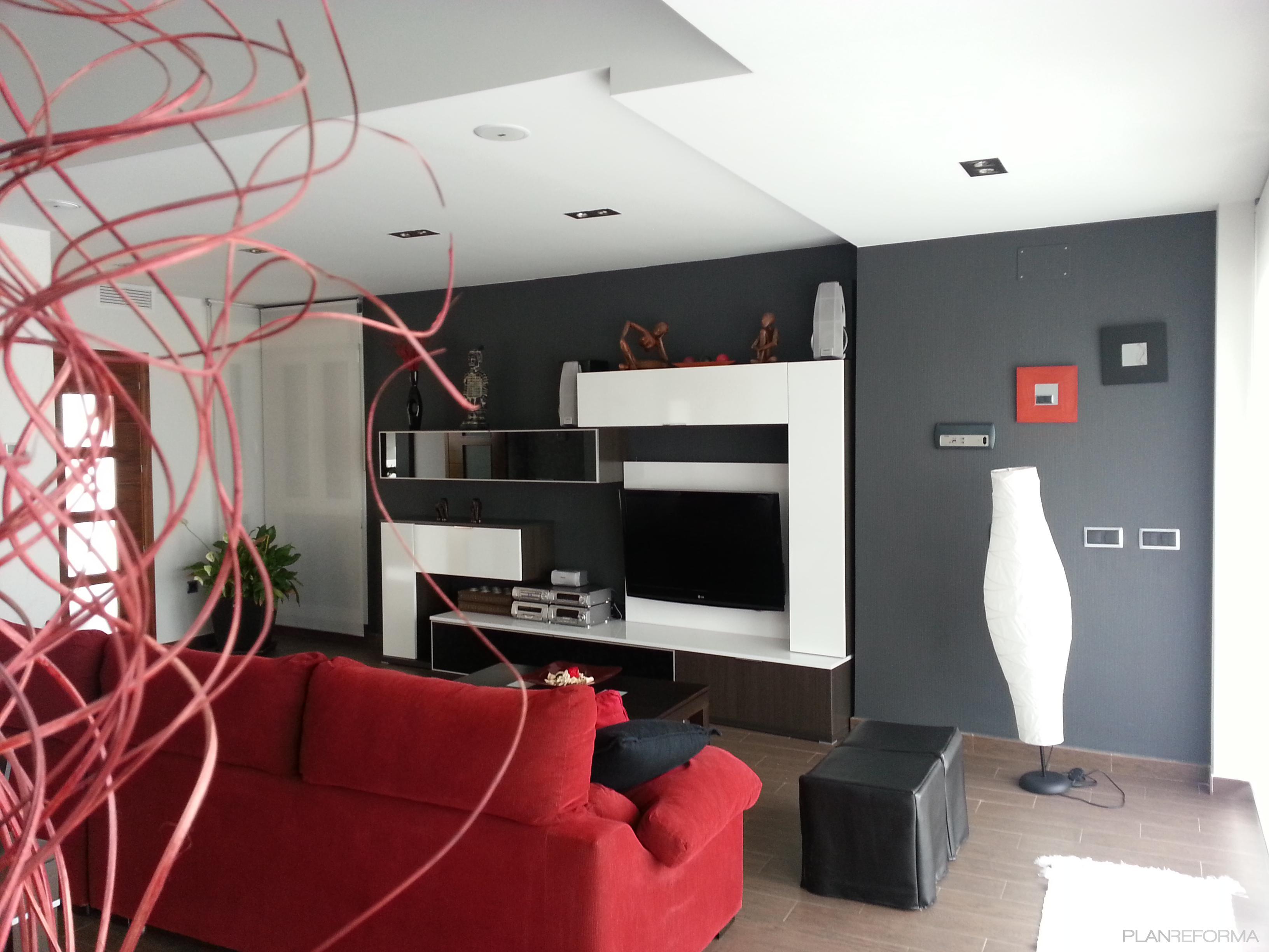 Salones en rojo y gris rosas y amarillos luminosos for Decoracion de salones en rojo gris y blanco