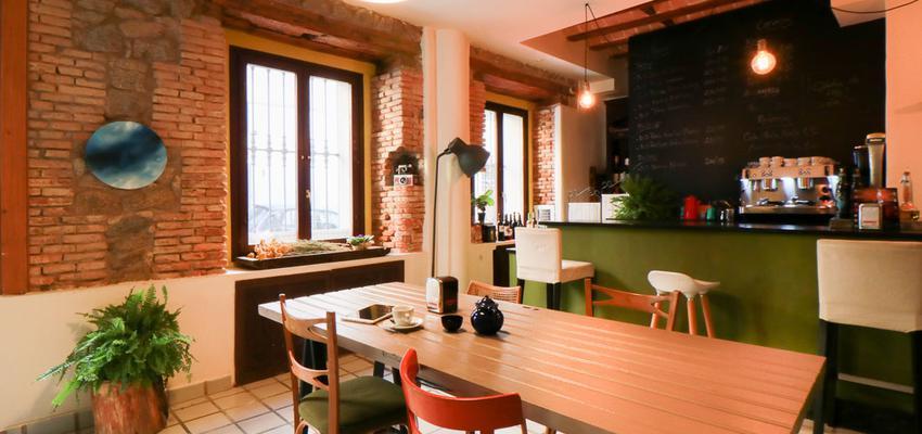 Cafeteria Estilo vintage Color verde, beige, bronce  diseñado por The Numen Studio   Interiorista   Copyright The Numen Studio
