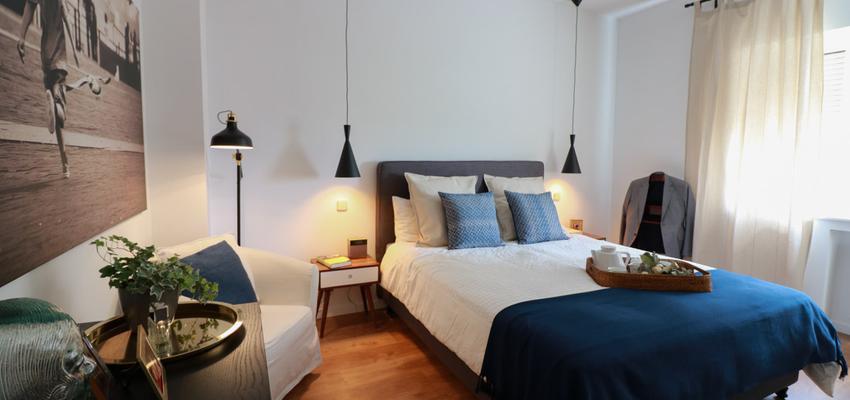 Dormitorio Estilo contemporaneo Color marron, turquesa, azul cielo  diseñado por The Numen Studio | Interiorista | Copyright The Numen Studio  http://thenumenstudio.com/portfolio_page/reforma-y-decoracion-en-piso-conde-de-casal-madrid/
