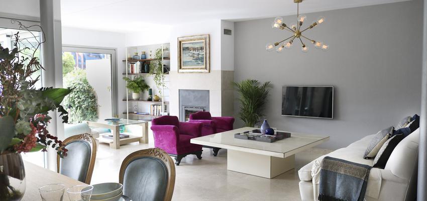 Comedor, Sala de la TV, Salon Estilo clasico Color azul, rosa, gris  diseñado por The Numen Studio | Interiorista | Copyright The Numen Studio