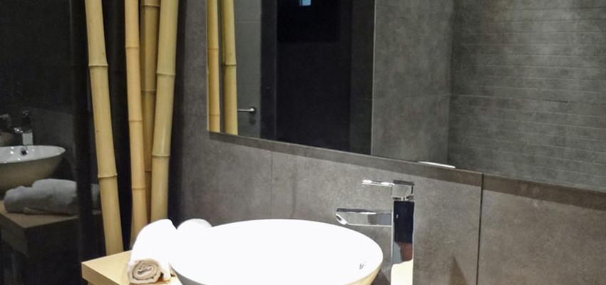 Baño Estilo moderno Color marron, blanco, gris  diseñado por davidMUSER Interiorismo | Reformas | Ingeniero