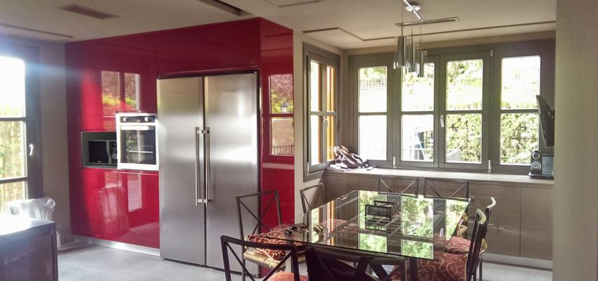 Cocina Estilo contemporaneo Color rojo, beige  diseñado por RAQUEL CHAMORRO | Interiorista | Copyright RCH