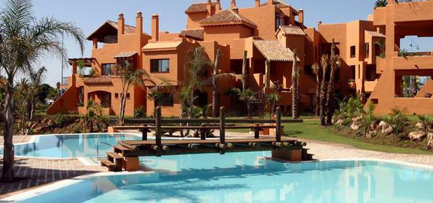 Exterior Estilo mediterraneo Color marron, bronce  diseñado por RAQUEL CHAMORRO | Interiorista | Copyright RCH