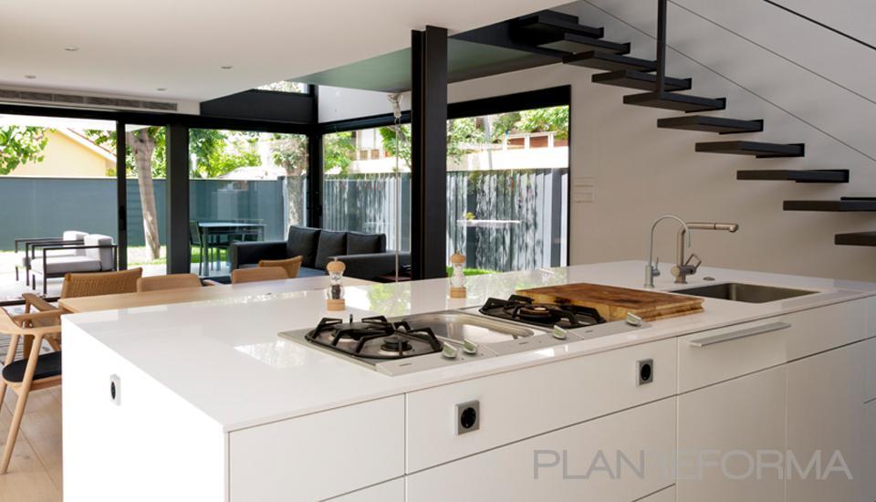 Comedor cocina escalera loft estilo moderno color for Cocina estilo moderno