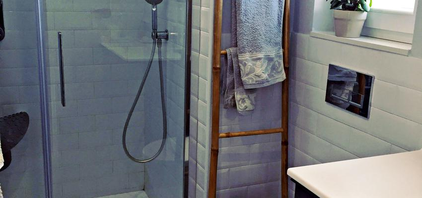 Baño Estilo vintage Color blanco, gris, gris  diseñado por Termas Spazio | Gremio | Copyright Termas Spazio
