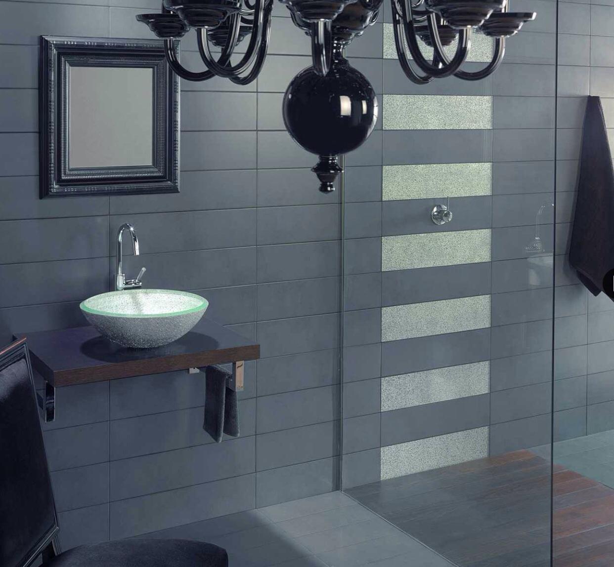 Ba o style moderno color marron blanco gris negro Azulejos bano blanco y gris