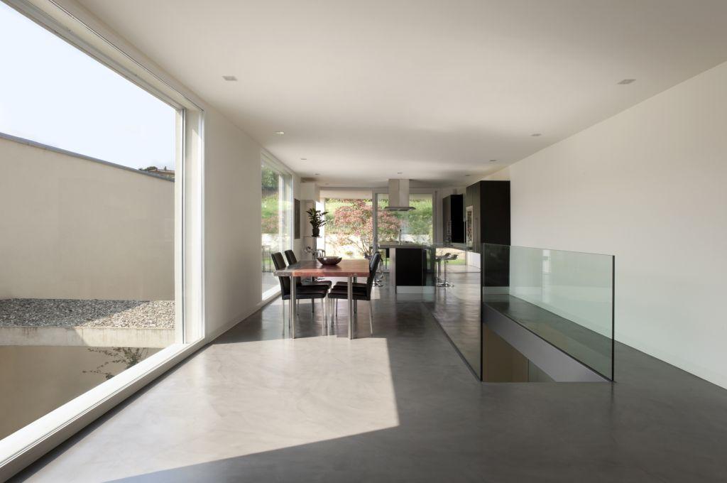 Salon, Escalera style moderno color blanco, gris  diseñado por Comenza | Marca colaboradora | Copyright Comenza