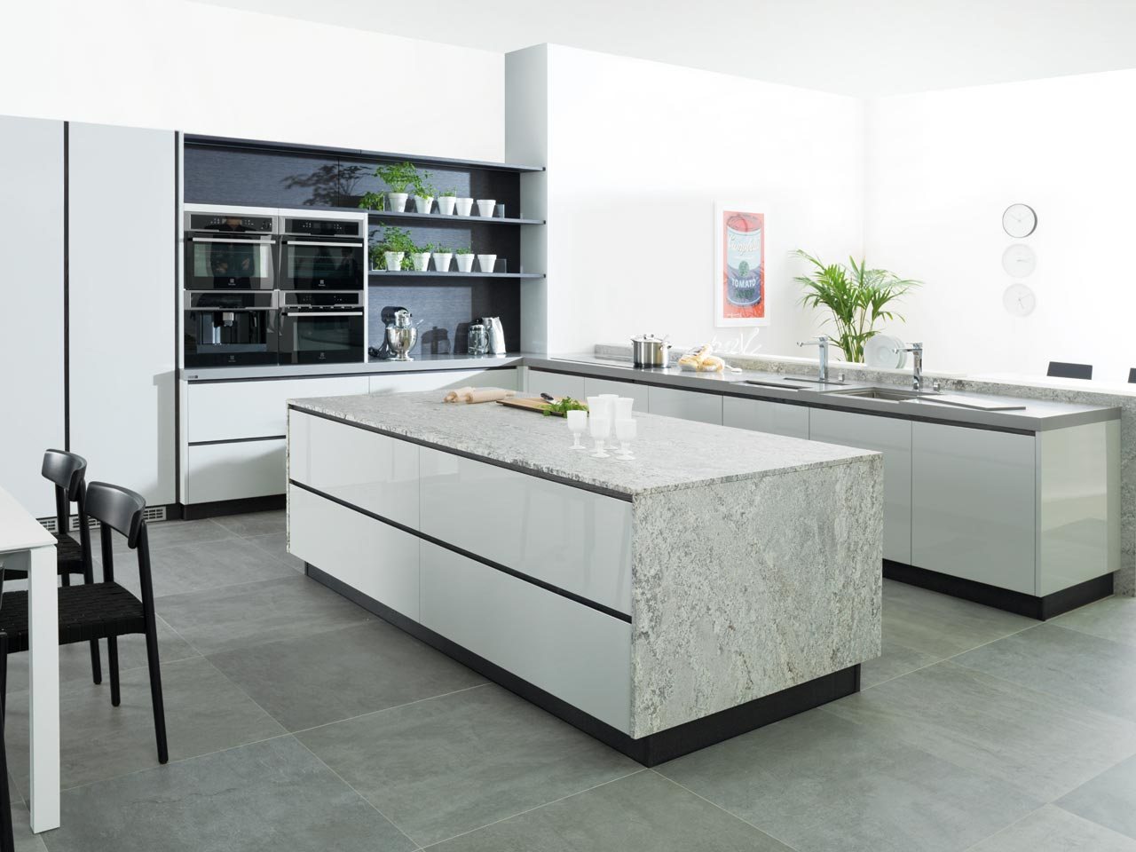 Cocina estilo contemporaneo color blanco gris negro for Color credence cocina blanca
