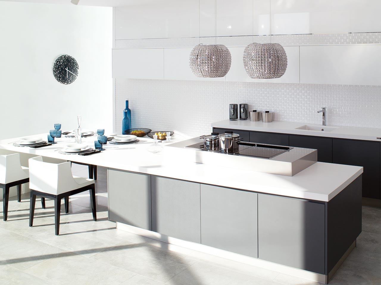 Cocina style contemporaneo color azul blanco gris negro for Azulejos cocina porcelanosa